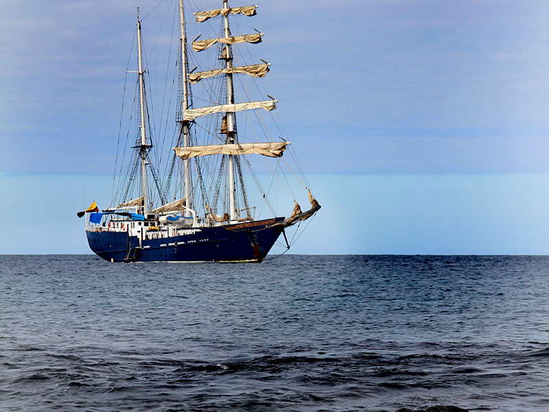 cruise galapagos with sailing yacht maryanne